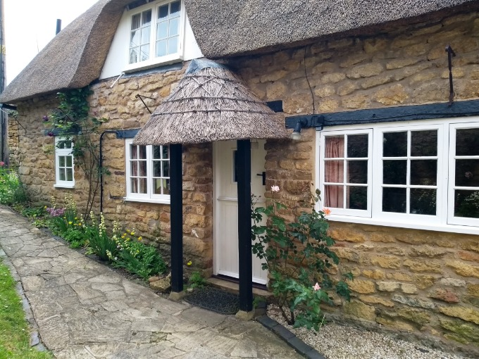 Thatched Holiday Cottage Cotswolds | Tythe Barn Cottage