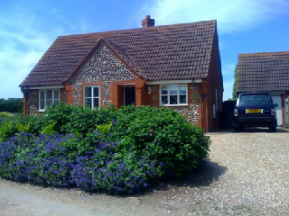 Norfolk Holiday cottages,Rosa Cottage, Brancaster Norfolk, England
